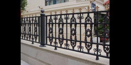 为什么要安装铝艺围栏,它有哪些优势?
