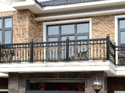 铝艺阳台护栏和铁艺阳台护栏的区别有什么不同?