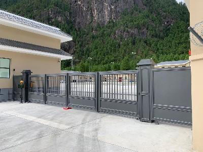 西藏部队大院的铝艺庭院大门工程案例
