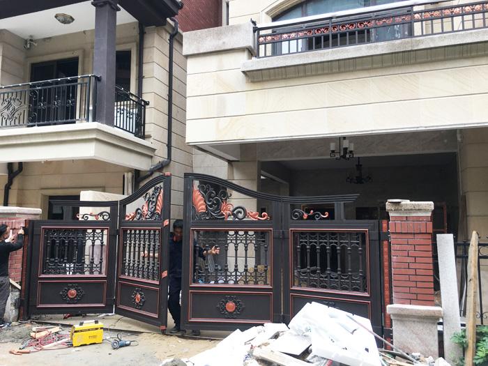 汉仁铝艺客户别墅安装庭院门