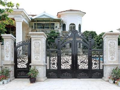铝艺别墅门分内开和外开,到底哪个会更好呢?